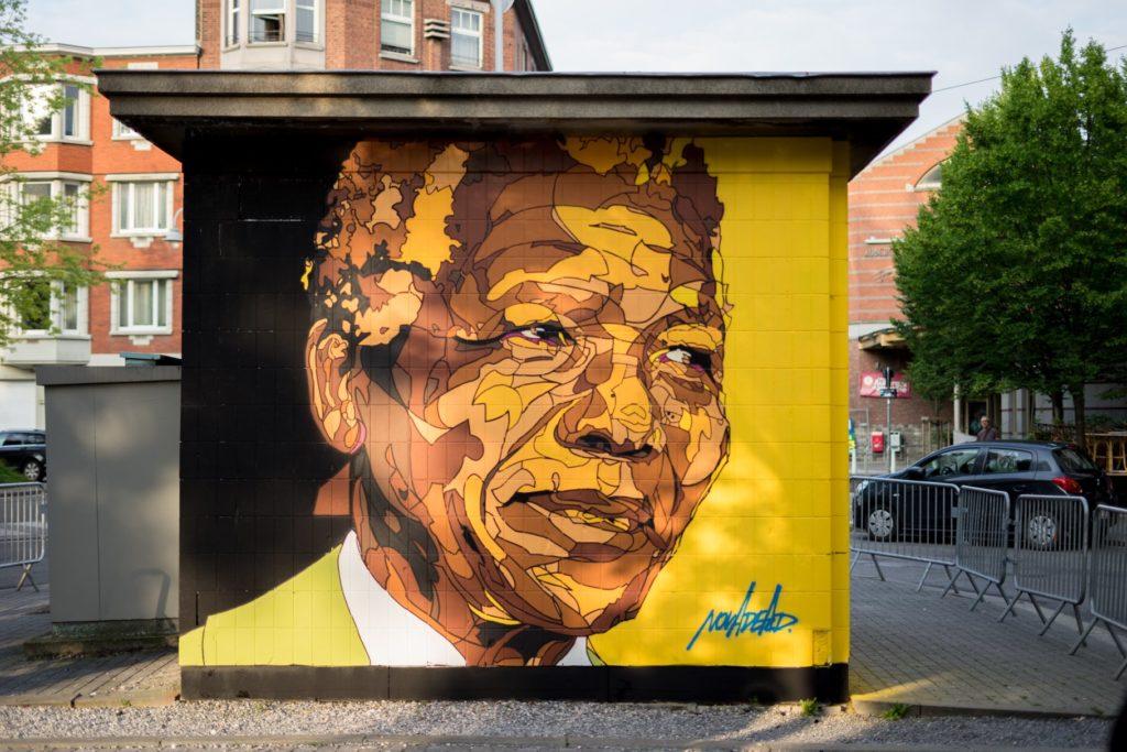 Fresque de Nelson Mandela, place de l'Yser (artiste Novadead)